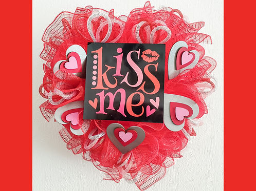 kiss me valentines day wreath valentines day gift gifts red decor hearts silver pink Gateway Art Sales Abu Dhabi Dubai Al Ain