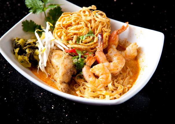 Plate of Khao Soi Noodle with shrimp, chicken, and bean sprouts