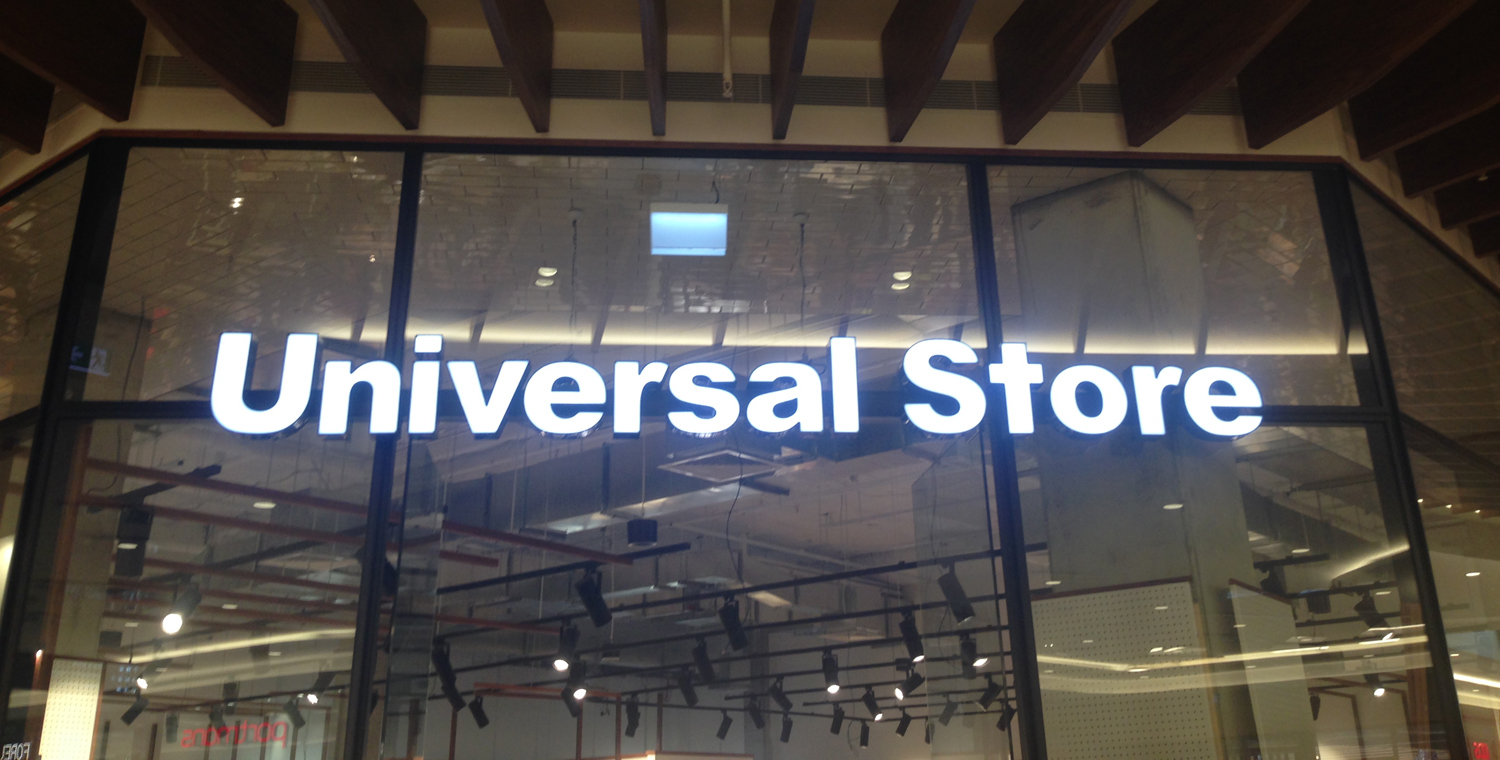 universal-shoe-store-illuminated-shop-fr