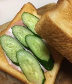 胡瓜糠漬けの浅漬けをサンドイッチに