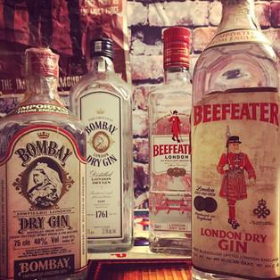 Neu und Alt Gin Flaschen