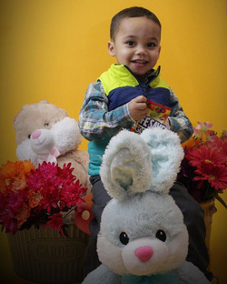 JoJo loved the camera and his candy 🐰🐰🌼🌻 #detroitphotostudio #metrodetroit #studio #photostudio