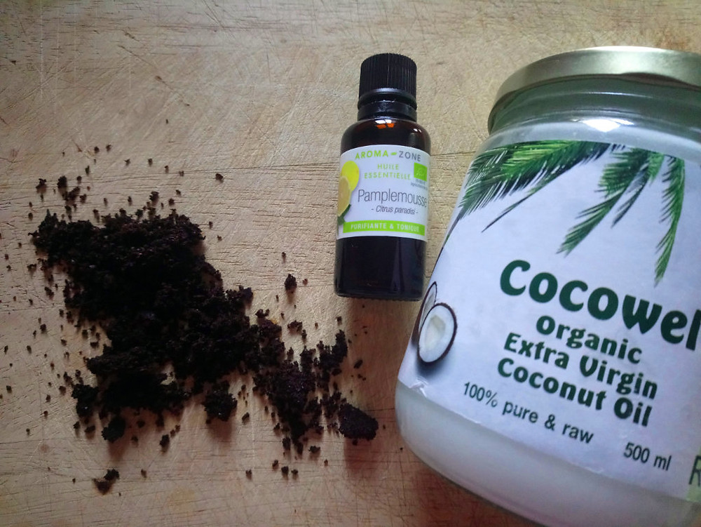organic coffee, grapefruit essential oil and coconut oil