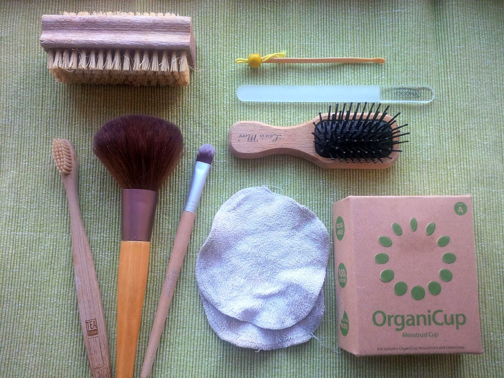 zero-waste bamboo mentrual cup brush bathroom