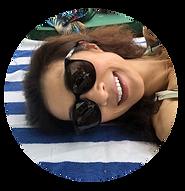 横たわりサングラスをかけて日光浴画像