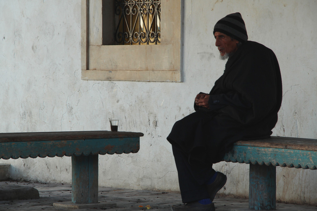 S2-12 Kairouan man with blue socks.JPG