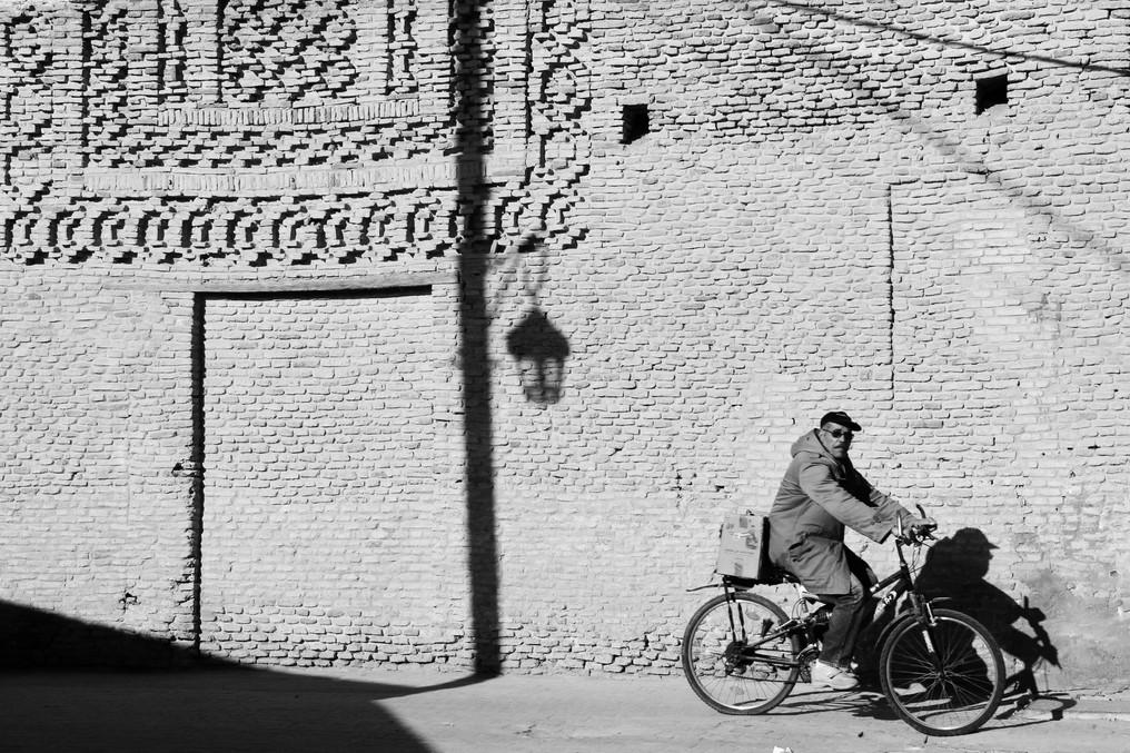 S1-7 Tozeur cyclist.JPG
