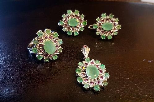 Комплект Касабланка Серьги,кулон,кольцо. Изумруды природные