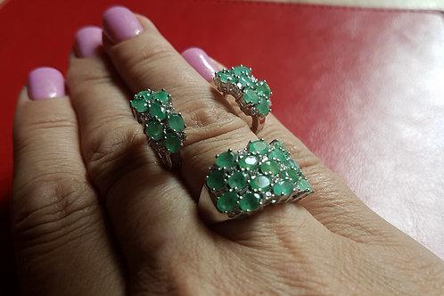 Комплект Диана. С природными изумрудами Серьги,кольцо 17,5