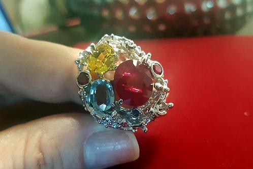 Пикассо. Кольцо с Природными камнями ААА класса.