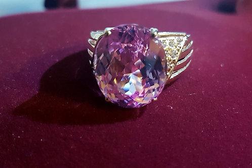 Кольцо. Розовый кунцит, сапфиры. ААА. Розовое золото, серебро