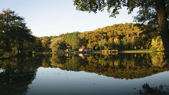 B-Lak-völgyi tó Bélapátfalva.jpg