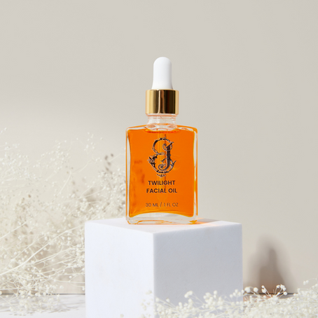 Facial Oils: The Secret Ingredient to Glowing Skin