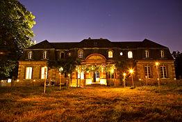 Eclairage aux flambeaux de La Bourbelle pour un mariage. Evènement organisé par Ambiancéo. Maison qui comprend la Chambre d'Hôte et à proximité le Gîte du Bois. Location à côté de Disneyland Paris