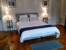 Suite privée de la Chambre d'hôte de la Bourbelle avec un lit 2 places, un canapé lit, cuisine, salle d'eau. A la campagne, vue sur la forêt et les aniamux en liberté. A proximité de Disneyland Paris