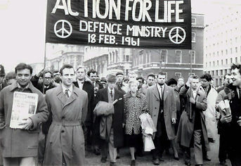 Bertrard and Edith Russel lead anti-nuclear march in London, 1961
