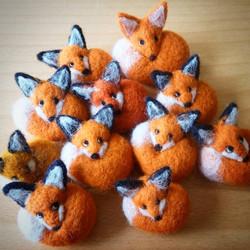 fox_ornament-brooch_apulina_felting_felted_animals_felt_miniatures_wool_dorset_artist