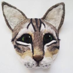 cat-mask-head-face-party-larp-vogue-magazine_apulina_felting_felted_animals_felt_miniatures_wool_dor