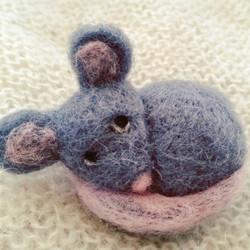 mouse-mice-gray-mouse-grey-craft-buy-art-ornament_brooch_apulina_felting_felted_animals_felt_miniatu
