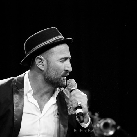 Javier Botella Crooner