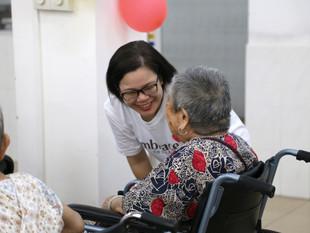 Shangri-La Hotel, Beihai Volunteers Visit Local Haining Nursing Home