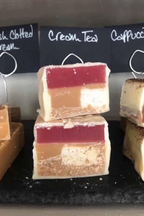 Cream tea fudge