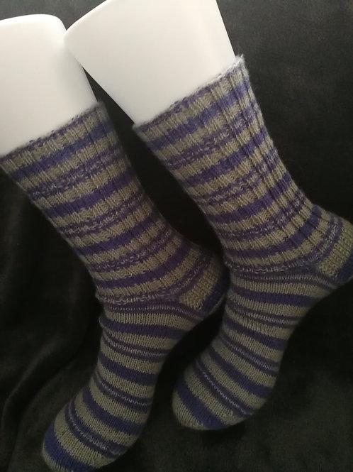 Socken grau - lila Ringel