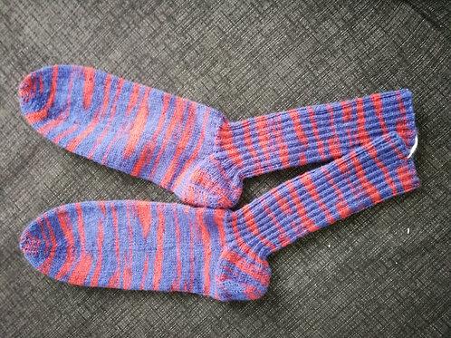Socken rot-blaulila