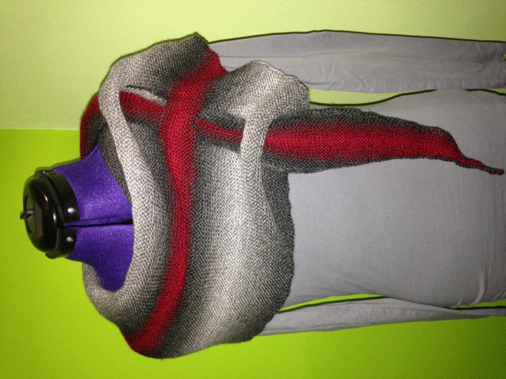 Pfeilraupe grau-rot-grau