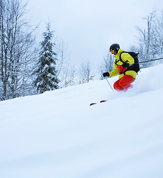 Faire du ski sur la pente