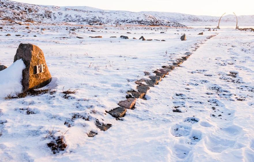 LEES-Iqaluit-Cemetery51-Print-1024x683.j
