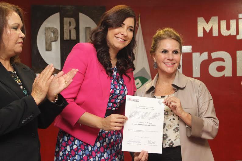 En el centro, la diputada priista Sofia Berenice García Mosqueda