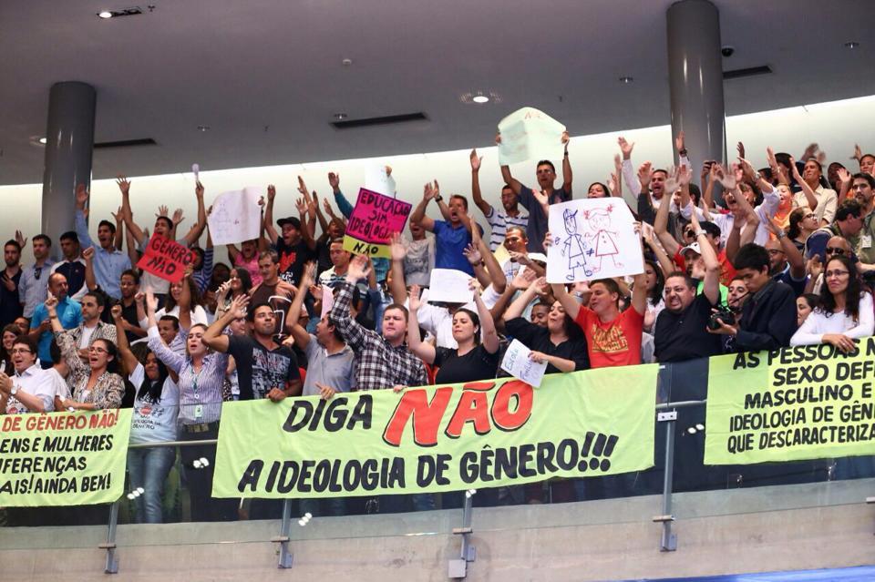El pueblo en la Asamblea Legislativa del Distrito Federal durante la votación del PEE en 2015