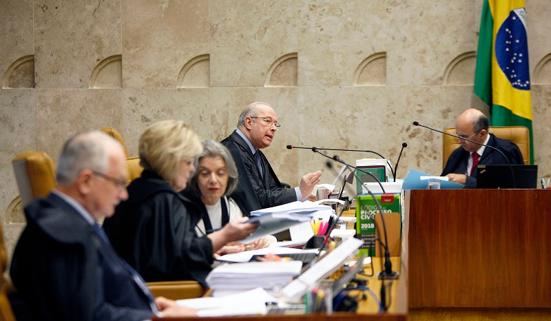O ministro Celso de Mello vota em favor de equiparar homofobia a racismo no STF