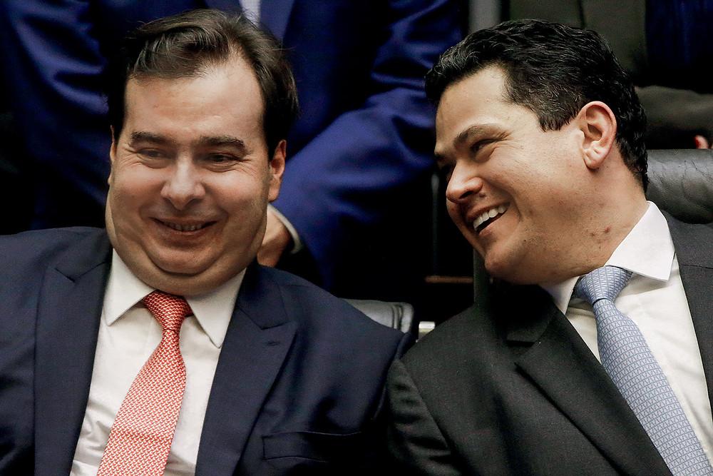 Rodrigo Maia, presidente da Câmara de Deputados, à esquerda, e Davi Alcolumbre, à direita
