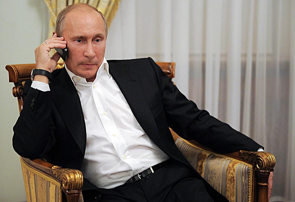 Vladimir Putin al telefono