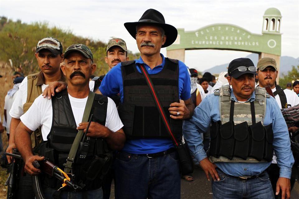 José Manuel Mireles Valverde, líder de 'atodefensas', enemigo de algunos narcos, aliado de otros