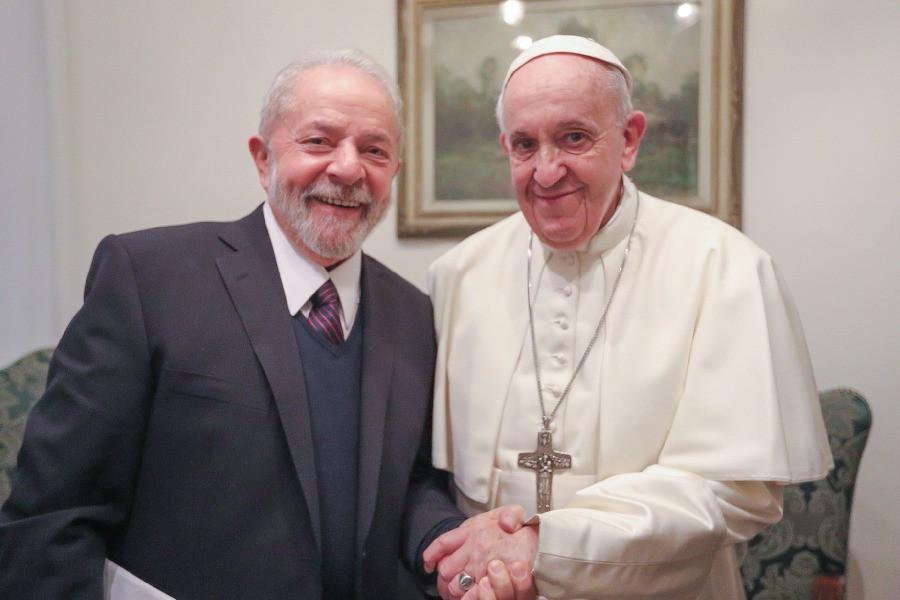 El Papa Francisco y el expresidente de Brasil, Luiz Inácio Lula da Silva, en encuentro el 13 de febrero en el Vaticano
