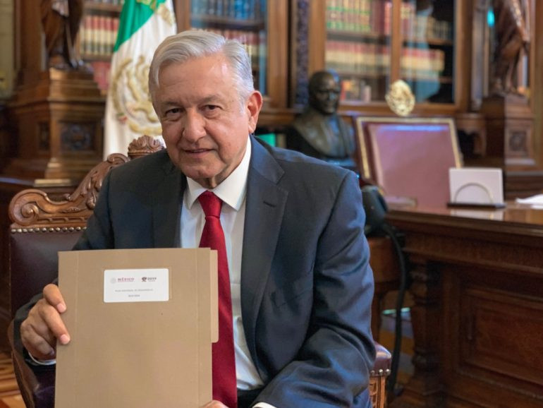 Manuel Andrés López Obrador presenta el Plan Nacional de Desarrollo