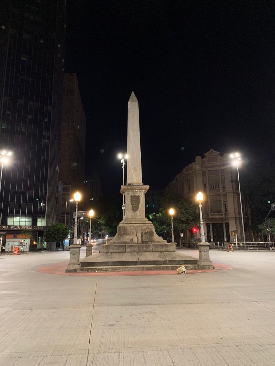 O obelisco limpo