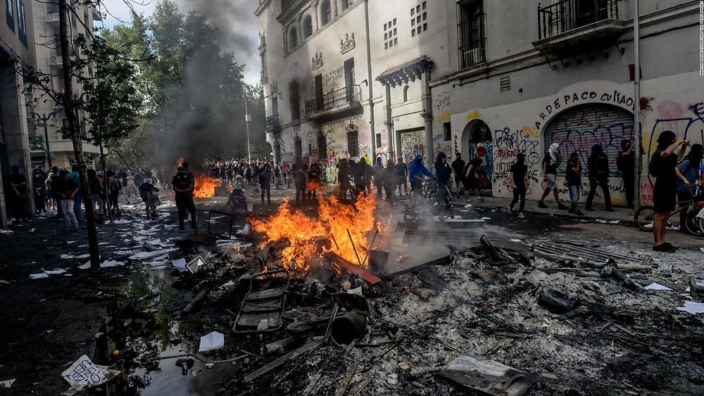 Actos vandálicos en una protesta 'ciudadana' en Chile