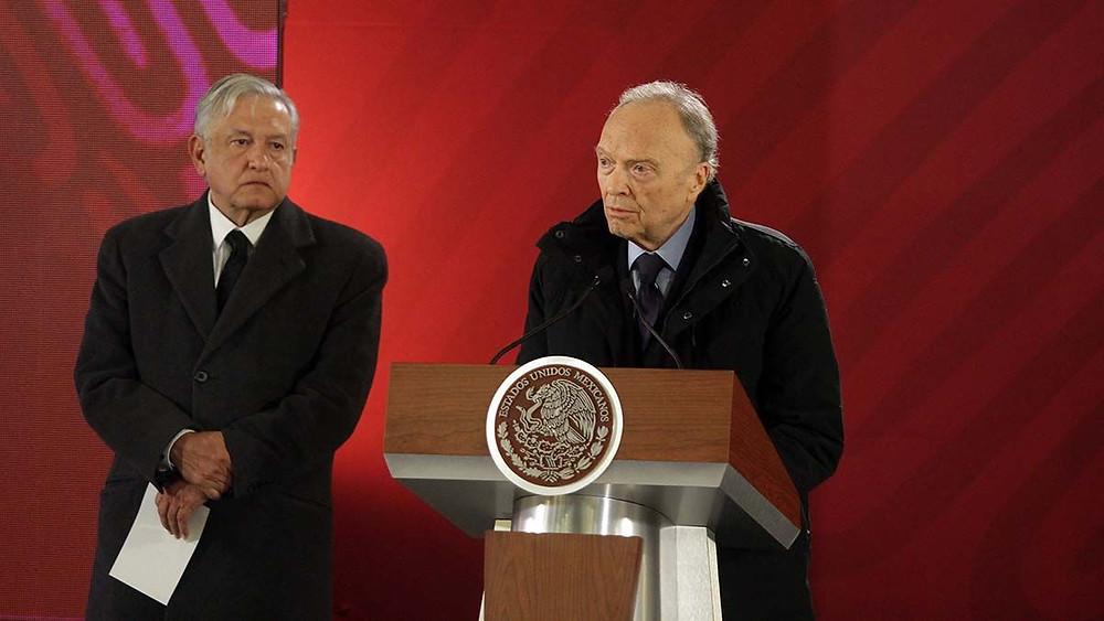 Alejandro Gertz Manero, nuevo Fiscal, a la derecha, y López Obrador, a la izquierda