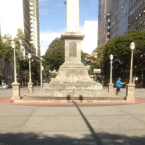 O obelisco de Belo Horizonte pichado