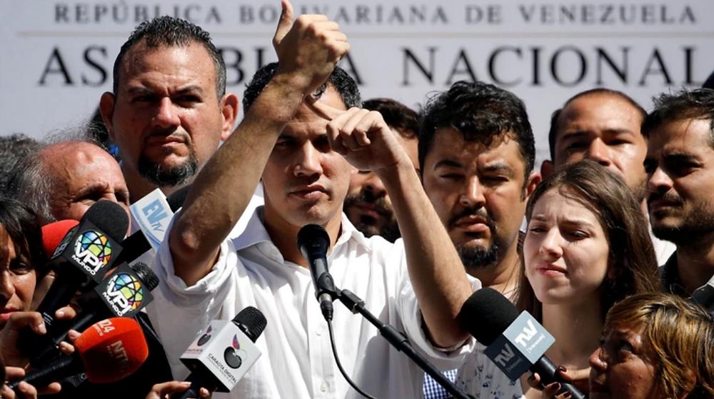 Juan Guaidó, presidente del Parlamento venezolano muestra marcas de forcejeo con agentes del régimen