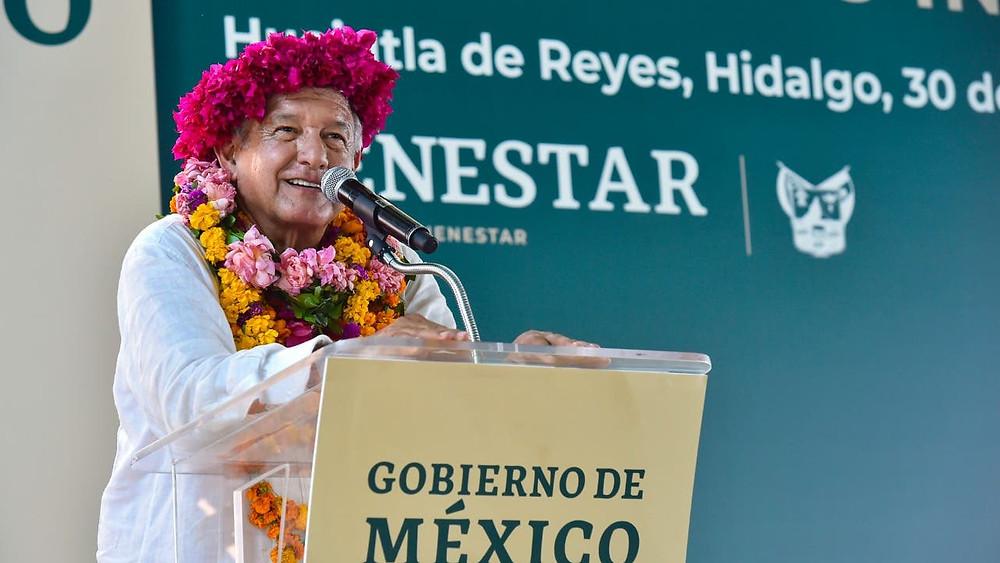 El presidente López Obrador presentando los programas de El Bienestar