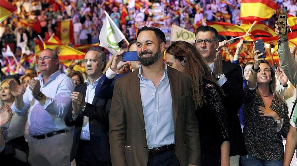 En primer plano, Santiago Abascal, presidente y fundador de Vox