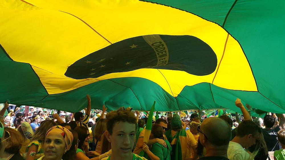 Uma imagem das marchas de protesto em favor do impeachment de Dilma Rousseff no Brasil