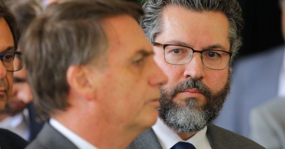 Jair Bolsonaro, presidente electo de Brasil, con Ernesto Araújo, nuevo ministro de Relaciones Exteriores