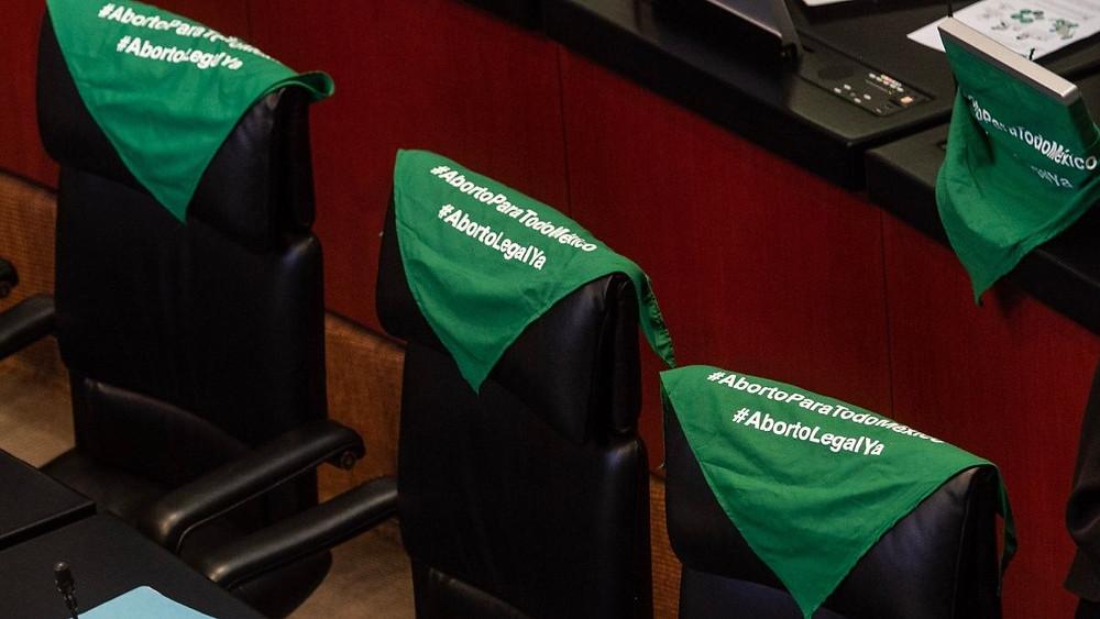 Lienzos verdes proaborto en el Congreso de México