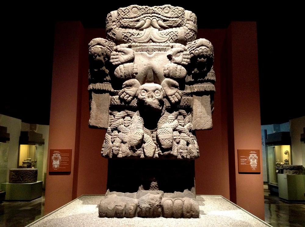 Ídolo de Coatlícue, en el Instituto Nacional de Antropología e Historia, en México